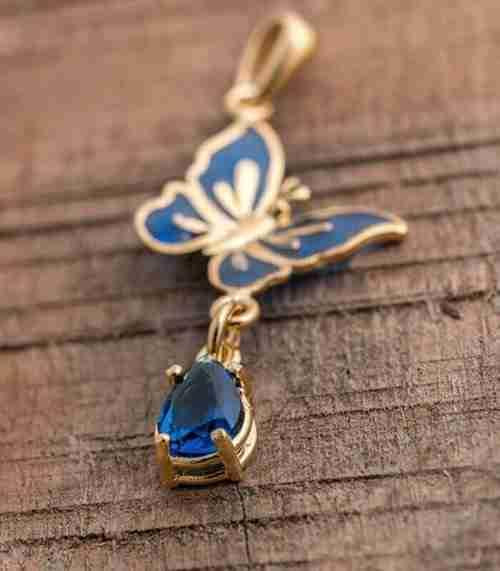 ciondolo-oro-donna-e-fiori-con-pietra-blu